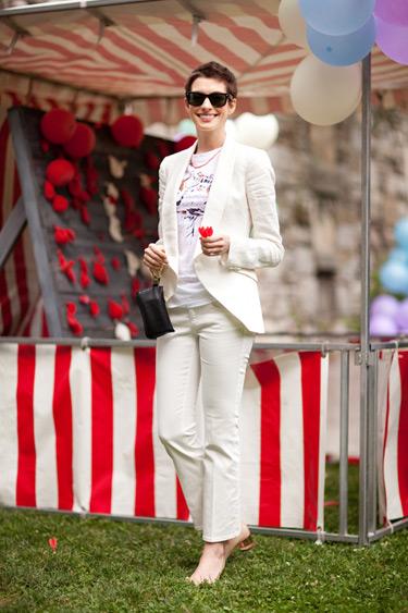 hbz-blasberg-best-dressed-anne-hathaway-lgn