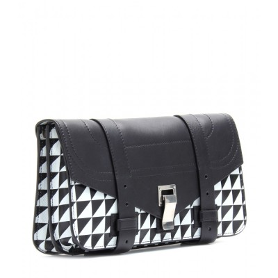 P00057954-PS1-LEATHER-CLUTCH-DETAIL_2