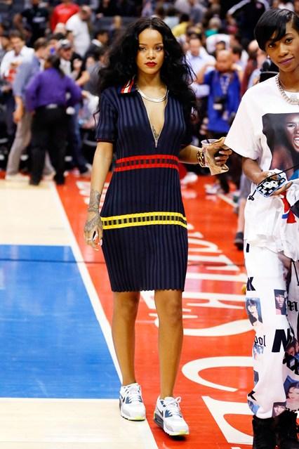 Rihanna-Vogue-11Apr14-PA_b_426x639