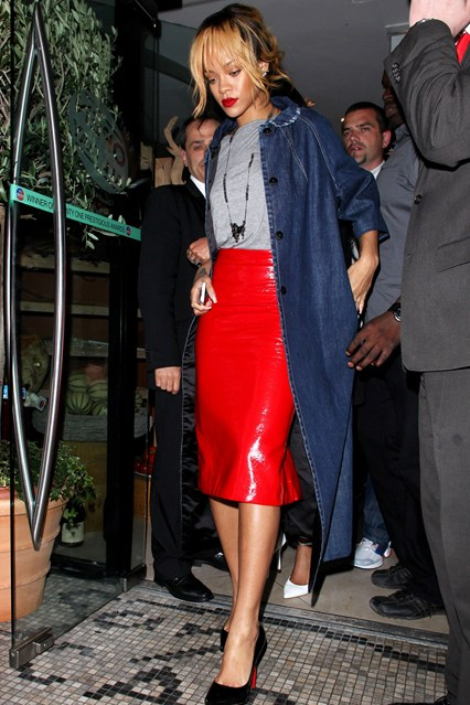 Rihanna-Vogue-12jun13-Rex_426x639