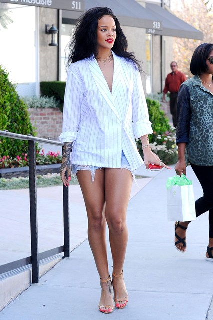 rihanna-vogue-23apr14-rex_b_426x639