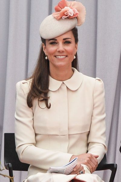 kate-middleton-pink-cream-hat-pearl-earrings-main