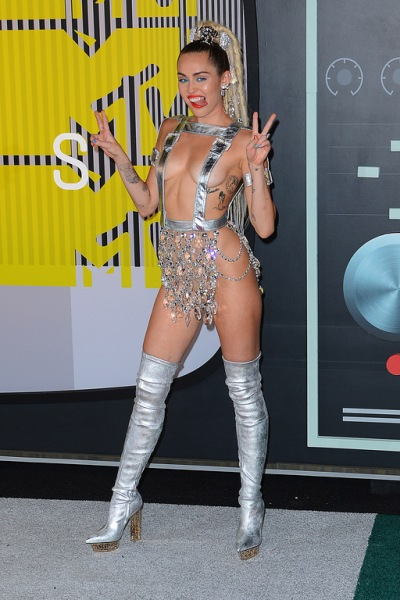 Miley-Cyrus-lors-des-MTV-Video-Music-Awards-2015-a-Los-Angeles-le-30-aout-2015_exact1024x768_p