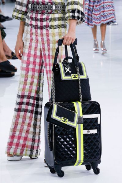 chanel-spring-2016-runway-airport-suitcase-like-quilted-jacket-h724